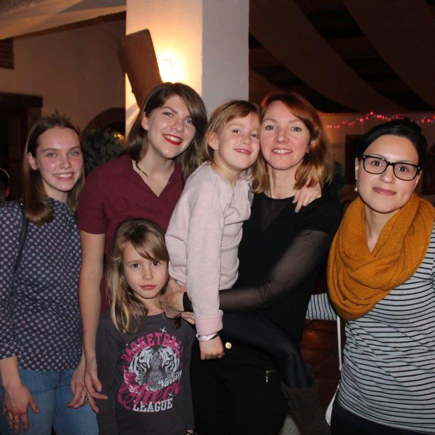 Larissa et sa famille d'accueil