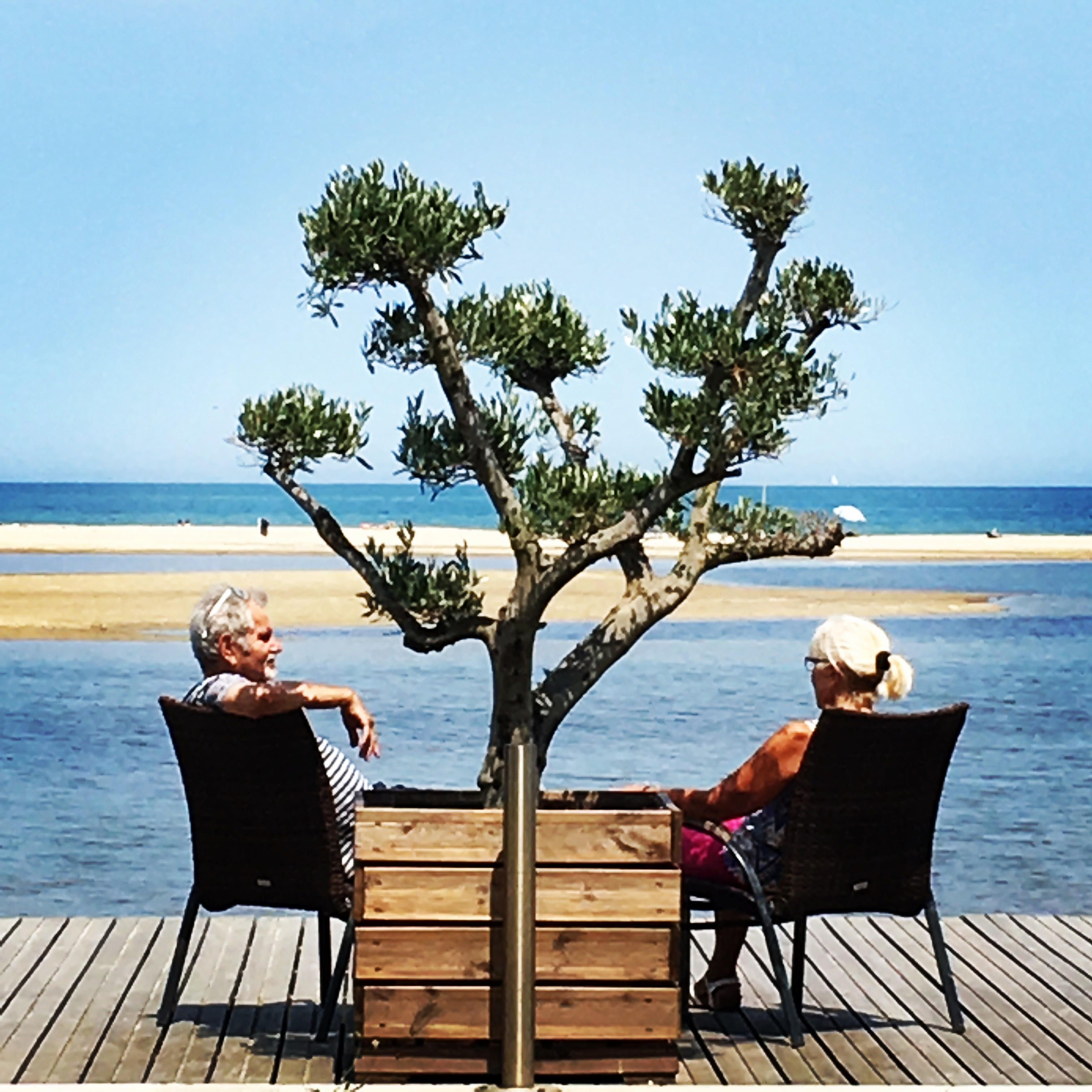 Couple au bord de mer